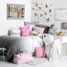 Switching up your boring dorm room decor is easy and fun! We have the best tips to revamp your dorm room from DIY decor to affordable and cute accessories! Turquoise Room, Teen Girl Bedrooms, Girl Rooms, Dream Rooms, My New Room, Room Inspiration, Bedroom Decor, Bedroom Ideas, Bedroom Themes