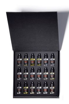 The Best Gifts for the Men in Your Life. Frederic Mallet Coffret Collection for Men Parfum Musc, Replica Perfume, Frederic Malle, Perfume Packaging, Magical Makeup, Cosmetic Design, Smell Good, Packaging Design, Packaging Ideas