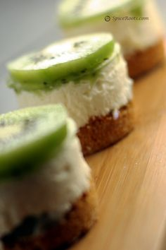 I had no idea there were so many AWESOME kiwi recipes! From kiwi pavlova to chocolate covered kiwi ice pops there are tons of delicious recipes here! Mini Desserts, Just Desserts, Delicious Desserts, Yummy Food, Tasty, Healthy Desserts, Kiwi Fruit Recipes, Juicer Recipes, Salad Recipes