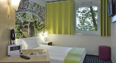 Zimmer mit französischem Bett im B&B #Hotel Karlsruhe