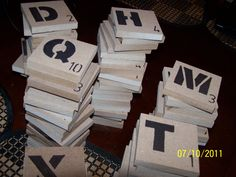 How to Make a Large Backyard Scrabble Board on Concrete.us drop cloth for a non permanent solution and cheap tiles. Backyard For Kids, Backyard Games, Outdoor Games, Outdoor Fun, Backyard Ideas, Diy Yard Games, Lawn Games, Diy Games, Party Games