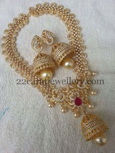Pretty imitation jewelry off now, grab this Short necklaces and medium size sets for grand occasions Metal bras. Indian Jewelry Sets, Indian Jewellery Design, India Jewelry, Temple Jewellery, Jewellery Designs, Gold Jewelry, Jewelery, Fine Jewelry, Designer Jewellery