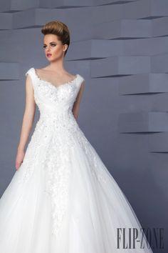 Hanna Toumajean 2015 collection - Bridal - http://www.flip-zone.com/fashion/bridal/the-bride/hanna-toumajean-5464