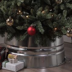 Christmas decorations shouldn't blow your holiday budget. Fortunately, these clever DIY tree collar hacks will dress up your Christmas tree for less. All three simple DIY tree collars will give your Christmas tree a festive finishing touch. Snowman Christmas Decorations, Christmas Table Centerpieces, Christmas Tree Themes, Holiday Decor, Holiday Tree, Christmas Holiday, Christmas Tree Bucket, Cheap Christmas Lights, Christmas Garden