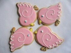 A real sweet treat. Cookies For Kids, Fancy Cookies, Royal Icing Cookies, Holiday Cookies, Bird Cookies, Easter Cookies, Sugar Cookies, Cookie Party Favors, Biscuits