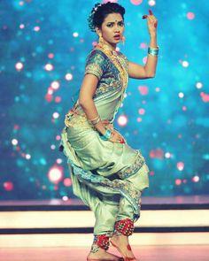 A Maharashtra Folk Dance Lavani Dancer Wearing Nauvaree