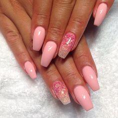 Pink & ombre #naglar #nagelkär #nagelbesatt #nagelteknolog #naglarstockholm…
