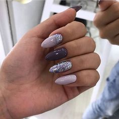 Adding some glitter nail art designs to your repertoire can glam up your style within a few hours. Check our fav Glitter Nail Art Designs and get inspired! Classy Nails, Stylish Nails, Cute Nails, Pretty Nails, Simple Nails, Classy Nail Designs, New Nail Designs, Winter Nail Designs, Ongles Gel Violet