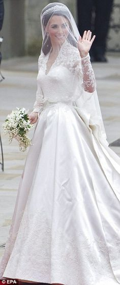 Duchess of Cambridge's wedding gown by Sarah Burton #weddings #bridal gowns #hawaiiprincessbrides