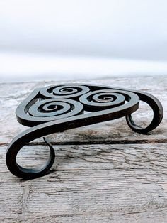 Hard-working researched diy metal projects ideas This Site Welding Art Projects, Blacksmith Projects, Metal Projects, Metal Crafts, Diy Forge, Blacksmith Forge, Forging Metal, Iron Art, Metal Furniture
