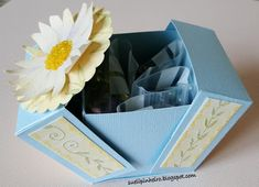 How to make fold-over paper gift boxes by Sueli - cajitas. Tutorial in Spanish with step-by-step photos and measurements.
