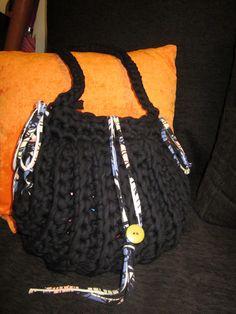 tamknitting: Tutorial Bolso Trapillo Bag Crochet, Crochet Handbags, Crochet Purses, Crochet Stitches, Crochet Patterns, Yarn Inspiration, Fabric Yarn, T Shirt Yarn, Yarn Projects