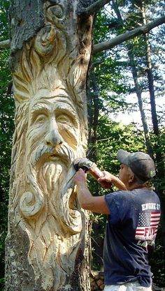 Custom Tree Art - having a dead tree made into garden art ALSO creates a home for all sorts of creatures. Biodiversity is good for the garden and good for the planet! Tree Carving, Wood Carving Art, Wood Carvings, Chainsaw Carvings, Art Sculpture En Bois, Art Sculptures, Garden Sculptures, Sculpture Ideas, Outdoor Sculpture