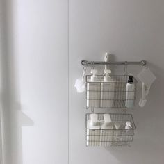カビやぬめりも解消?お風呂場をスッキリさせる収納アイデア8選 - LOCARI(ロカリ) Bathroom Organization, Bathroom Storage, Bathroom Interior, Muji Storage, Muji Home, Small Condo, Laundry Room Inspiration, My Ideal Home, Minimal Decor