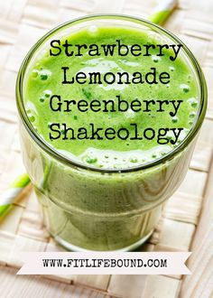 1 Scoop & Pack Greenberry Shakeology 1 Cup Strawberries (Fresh or Frozen) 1 Cup of Water 1 Cup Ice Juice of 1 Lemon Blend & Smoothie Recipes With Yogurt, Healthy Smoothies, Greenberry Shakeology, 21 Day Fix Menu, Strawberry Lemonade, Shake Recipes, Clean Eating Recipes, Eating Clean, Healthy Choices