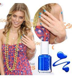 Manicura Azul http://www.cosmohispano.com/belleza-salud/maquillaje/fotos/10-manicuras-que-tienes-que-probar/manicura-4
