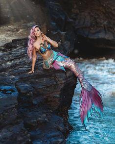 Mermaid Pose, Mermaid Swim Tail, Mermaid Swimming, Mermaid Pictures, Mermaid Art, Fantasy Mermaids, Mermaids And Mermen, Realistic Mermaid Tails, Real Life Mermaids
