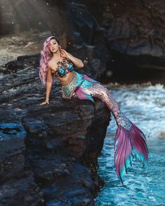 H2o Mermaids, Real Life Mermaids, Fantasy Mermaids, Mermaids And Mermen, Mermaid Photo Shoot, Mermaid Pose, Mermaid Pictures, Mermaid Art, Realistic Mermaid Tails