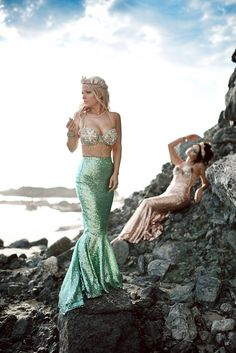 I think I've died and gone to mermaid heaven! This adult sequin mermaid tail halloween costume is beyond perfect! Mermaid Tail Skirt, Mermaid Bra, Mermaid Outfit, Mermaid Tails, Mermaid Halloween Costumes, Hallowen Costume, Pirate Costumes, Couple Halloween, Adult Costumes