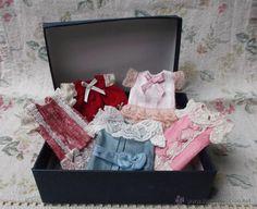 Lote de 5 adorables vestiditos para mignonette o pequeña muñeca