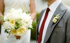 Combinar el ramo de la novia con el del novio.  Ver más en:  http://www.webcasamiento.com/trajes-de-novio-modernos/