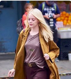 Emma Stone nude and sexy photos. Finally Emma Stone nude in a movie and seriously cameltoe upskirt moment, also wet bikini shots. Girl Photo Poses, Girl Photos, Beautiful Celebrities, Beautiful Actresses, Beautiful Girl Image, Beautiful Women, Actress Emma Stone, Hq Marvel, Cute Young Girl