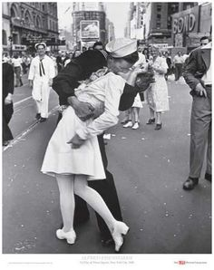 """""""V-J Day, Times Square, 1945″, a.k.a. """"The Kiss"""" Alfred Eisenstaedt, 1945"""
