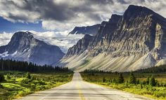 How to Roadtrip Canada || Icefields Parkway in Alberta, Canada © Witold Skrypczak / Lonely Planet Images