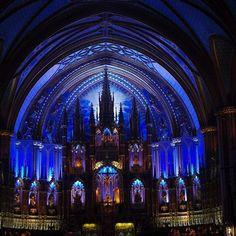 La basilique notre dame de Montréal une vraie merveille toute en bleue pour rappeler Marie. Journée très pluvieuse ici mais je devais vous montrer ça même si ça ne va pas avec mon feed pastel haha