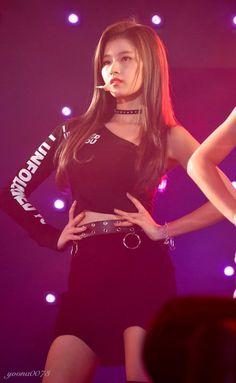 Dahyun (다현) twice, Tzuyu (쯔위) twice. Nayeon, Kpop Girl Groups, Korean Girl Groups, Kpop Girls, Anime Girls, Stage Outfits, Kpop Outfits, Twice Songs, Twice Fanart