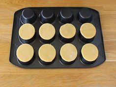 Tartelettes au caramel et chocolat - Préparation etape 5 Chocolate, Griddle Pan, Biscuits, Snacks, Ramadan, Tarts, Muffins, Food Ideas, Dessert