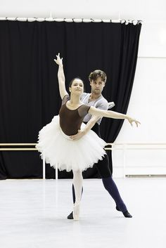 Alexander Campbell and Roberta Marquez in rehearsals for Don Quixote © ROH / Johan Persson 2013