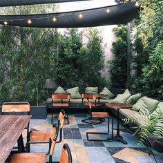 33 Ideas For Outdoor Lounge Seating Restaurant Indoor Outdoor, Outdoor Tiles, Outdoor Cafe, Outdoor Lounge, Outdoor Seating, Outdoor Dining, Outdoor Decor, Plants Indoor, Patio Plants