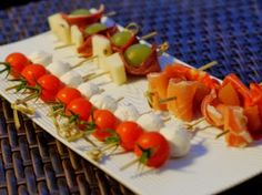 Minis brochettes apéritives froides Food Decoration, Caramel Apples, Cocktail Recipes, Barbecue, Entrees, Sushi, Good Food, Brunch, Appetizers
