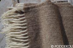 Orieškovo hnedá deka z merino vlny a mohéru. Luxusný merino mohérový prehoz svetlo hnedý. Wool Blanket, Blankets, Luxury, Fleece Blanket Edging, Blanket, Cover, Comforters