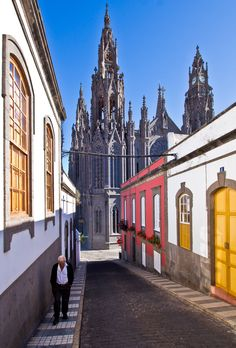 """Catedral"" ( as ""Cathedral"" from) de Arucas(village like a city) Gran Canaria, Spain Prague, Beautiful World, Beautiful Places, Amazing Places, Grand Canaria, Places To Travel, Places To Visit, Europe Centrale, Spain And Portugal"
