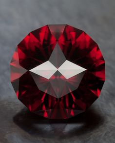 Windrose in Rose Malaya Garnet • 14.05 carats The New Gemstone Design and Precision Faceting • Jeffrey Hunt