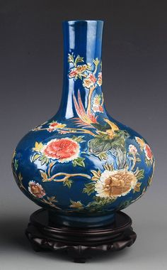 BLUE GROUND FAMILLE-ROSE PORCELAIN BOTTLE, Probably Qing Dynasty, H:10.2 inch X D:1.98 inch