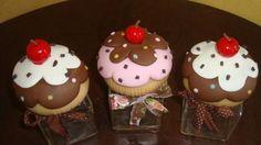 Potinhos em tm pequeno modelado em biscuit.