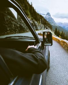 Glacier National Park Tap the link now to find the hottest products to take better photos! Road Trip Photography, Hipster Photography, Ft Tumblr, Photo Voyage, Roadtrip, Foto Pose, Blog Voyage, Road Trip Usa, Travel Aesthetic