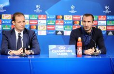 Juventus head coach Massimiliano Allegri (L) and player Giorgio Chiellini attend a press conference at the Maksimir stadium in Zagreb on September 26, 2016, on the eve of their UEFA Champions League Group H football match against Dinamo Zagreb.  / AFP / STRINGER
