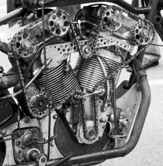 Clasp Garage: Chain Drive