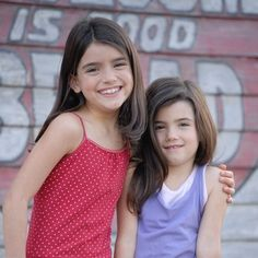 Best Friend Pictures, Friend Photos, Baby Pictures, Zoe And Cody, Charlie Video, Perfect Sisters, Rare Videos, Sister Photos, Childhood Photos