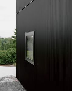 More black/copper mini corrugated/orb metal siding 'Tumle house'