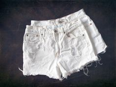 White Distressed – KenzieLeighCoyne Nashville  Denim shorts / summer style / fashion / street style / fall fashion / denim / blogger / stylist / Nashville style / beach style / trendy / women's fashion