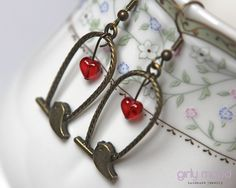 ♥ Retro Bird Earrings with Red Heart