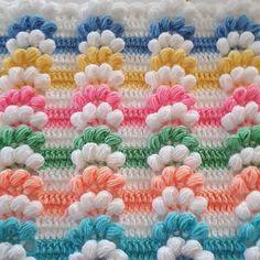This Pin was discovered by Nur Crochet Bag Tutorials, Diy Crafts Crochet, Crochet Projects, Diy And Crafts, Crochet Stitches, Crochet Patterns, Crochet Baby Blanket Beginner, Free Crochet Bag, Manta Crochet
