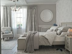 I love this Laura Ashley beefrooom, so calm