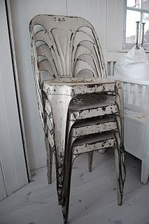 I am looking for old metal chairs like these or similar. Please let me know if you know where I could find them. Old Metal Chairs, Vintage Chairs, Vintage Industrial Decor, Industrial Chair, Vintage Metal, Antique Metal, Industrial Style, Love Chair, Oversized Chair And Ottoman