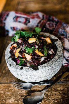Caribbean Black Bean & Peach Salad is a refreshing salad made with fresh ingredients. Perfect salad for the summer season. Food Lab, How To Make Salad, International Recipes, Coriander, Black Beans, Acai Bowl, Caribbean, Salads, Salad